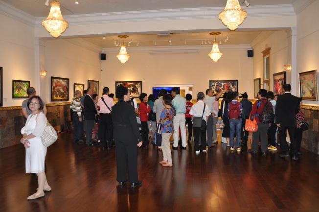 第三世多杰羌佛文化藝術館,參觀民眾絡繹不絕。