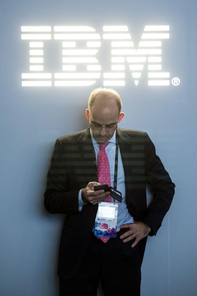 巴菲特購買的第一支科技股,就是IBM。(Getty Images)