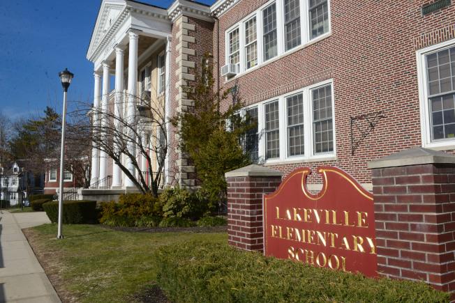 長島大頸的Lakeville小學被「Niche」教育網站評為紐約州最佳小學(記者許振輝/攝影)