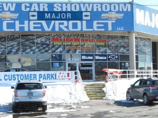 二手汽車行Major World配有華人營業部,有一至兩名講華語的銷售顧問。(記者陳小寧/攝影)