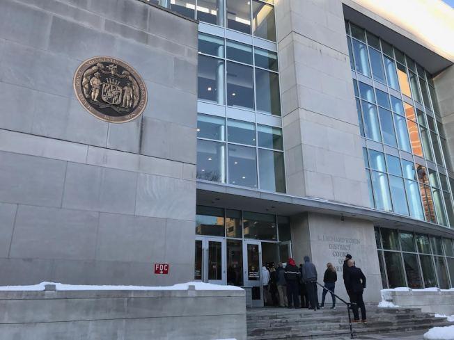 華人家暴案在馬州銀泉市蒙哥馬利地區法院開庭,因被家暴的姚姓妻子拒絕作證,張姓丈夫無罪結案。(記者羅曉媛/攝影)