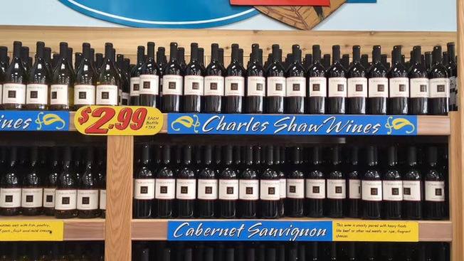超市售賣標價2.99元的紅酒,引發熱議。(葉晶提供)