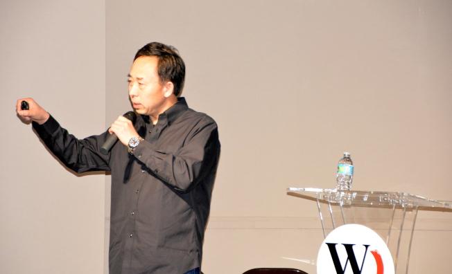 學者作家朱琦18日參加洛杉磯世報旅遊展,主講「以人文之旅看懂異國他鄉」。(記者張宏/攝影)