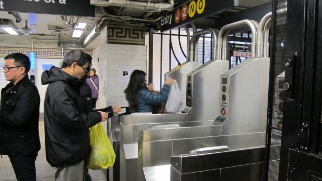 地鐵卡19日再漲價,囤票並非應對方式。(記者高夢梓/攝影)