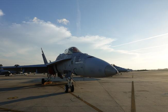 帕里斯島基地停放的戰機。(記者金春香/攝影)