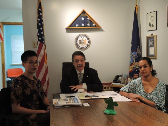 許維優(左起)、奧迪茲和饒塞拉呼籲民眾參加健康博覽會。(記者王靖雯/攝影)
