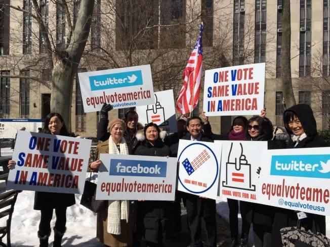 劉氏兄弟在紐約南區法院進行的預審會議獲得初步勝利,多名支持者到場旁聽和慶祝。(EqualVoteAmerica面書)