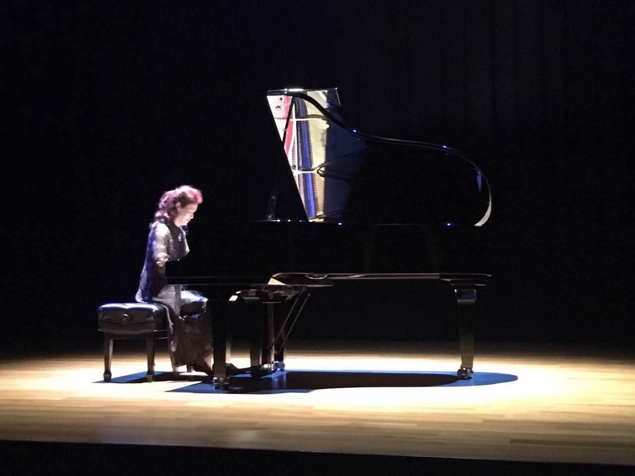 台灣鋼琴家鄒南茜演奏蕭邦的夜曲。(記者陳開/攝影)