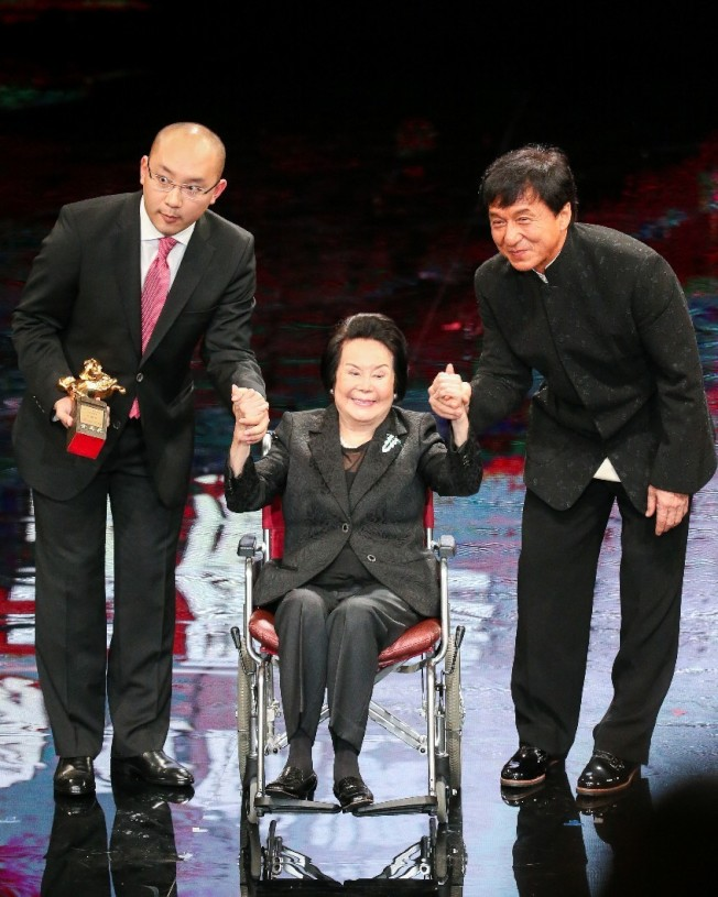 李麗華(中)曾獲兩屆金馬影后,並獲52屆金馬獎終身成就獎。(本報系資料照)