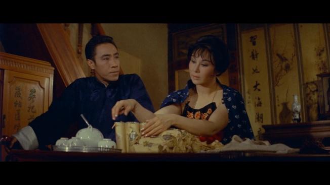 李麗華(右)曾以「揚子江風雲」獲金馬影后。 (國家電影中心提供)