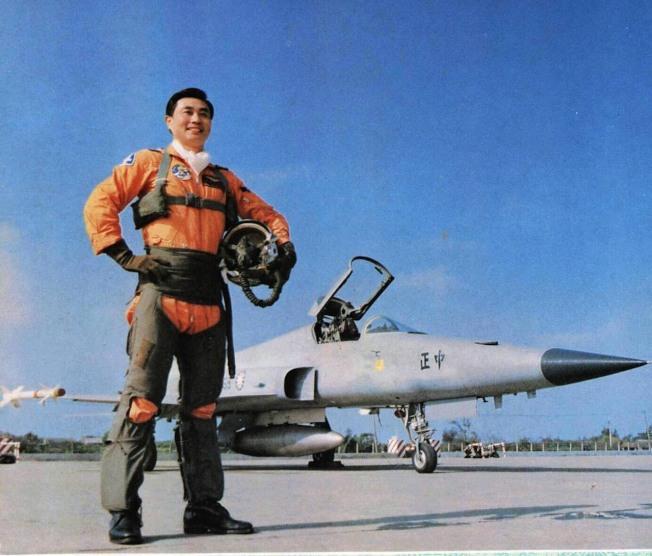 自稱「大鵬」的國防部長馮世寬年輕時照片。(國防部提供)
