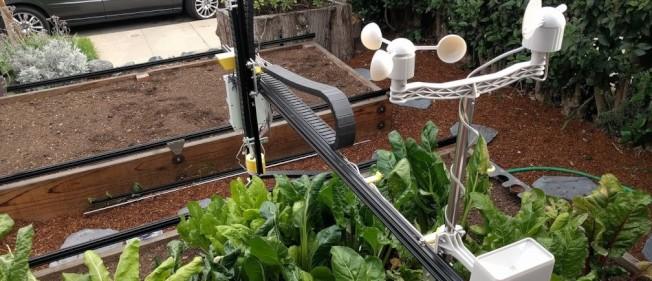 使用者可自行組裝的機器人農夫Farmbot。(網路照片)