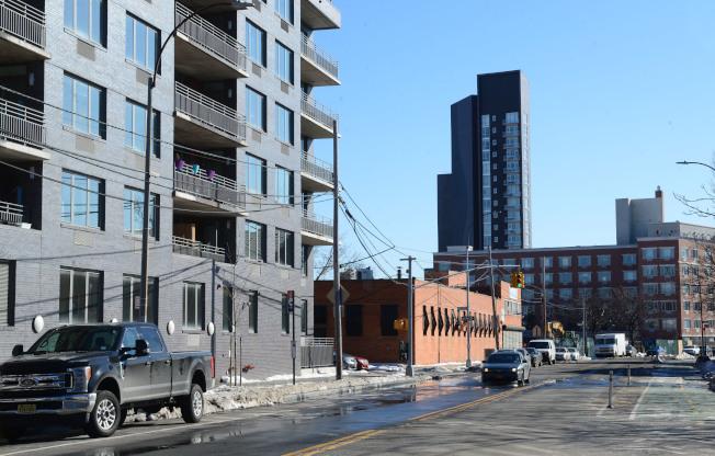 阿斯托利亞Vernon Blvd面對東河,可近看曼哈頓,未來新興公寓將在此落戶。(記者許振輝/攝影)