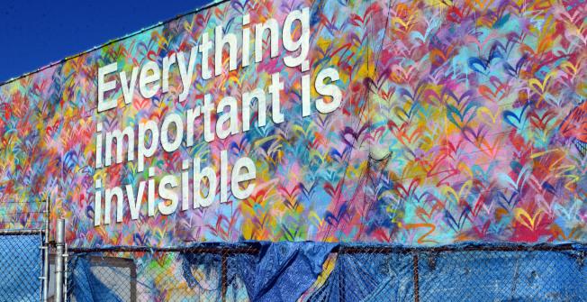 阿斯托利亞西北角、鄰東河岸,阿斯托利亞大道與Vernon Blvd交口附近,有一片特有的塗鴉區,只要牆壁的主人同意,藝術家可以盡情發揮。(記者許振輝/攝影)