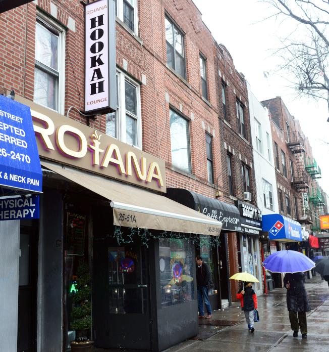 史坦威街上集中有盛行於印度和中東的水煙館Hookah Lounge,被稱為「水煙街」。(記者許振輝/攝影)