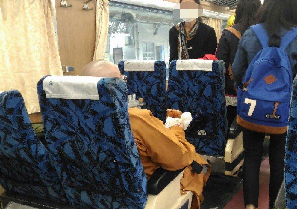 台湾尼姑啃雞腿講手機「善款都匯錯,你是豬啊?」