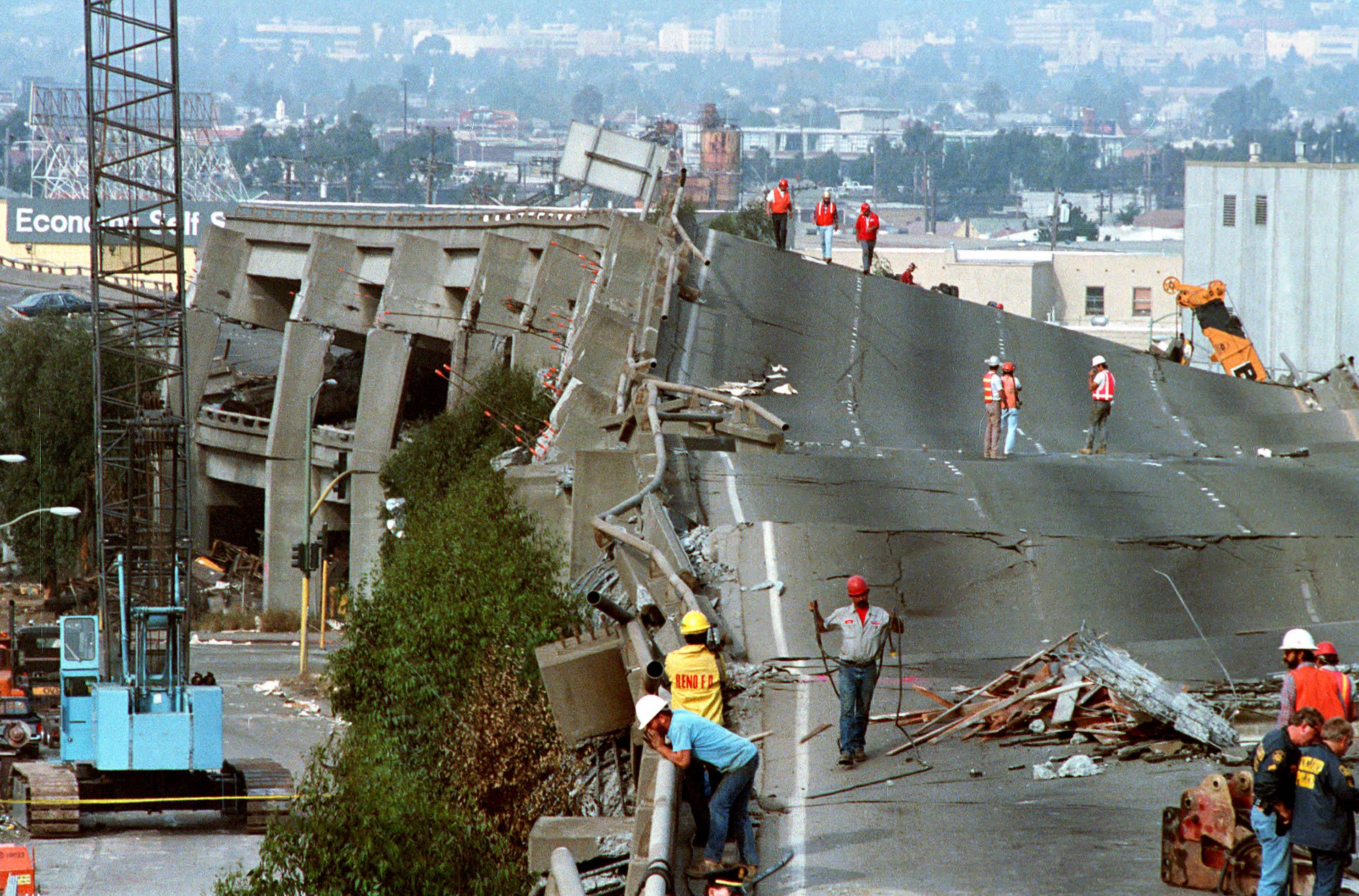1989年舊金山大地震,奧克蘭境內的I-880 公路被震毀。美聯社