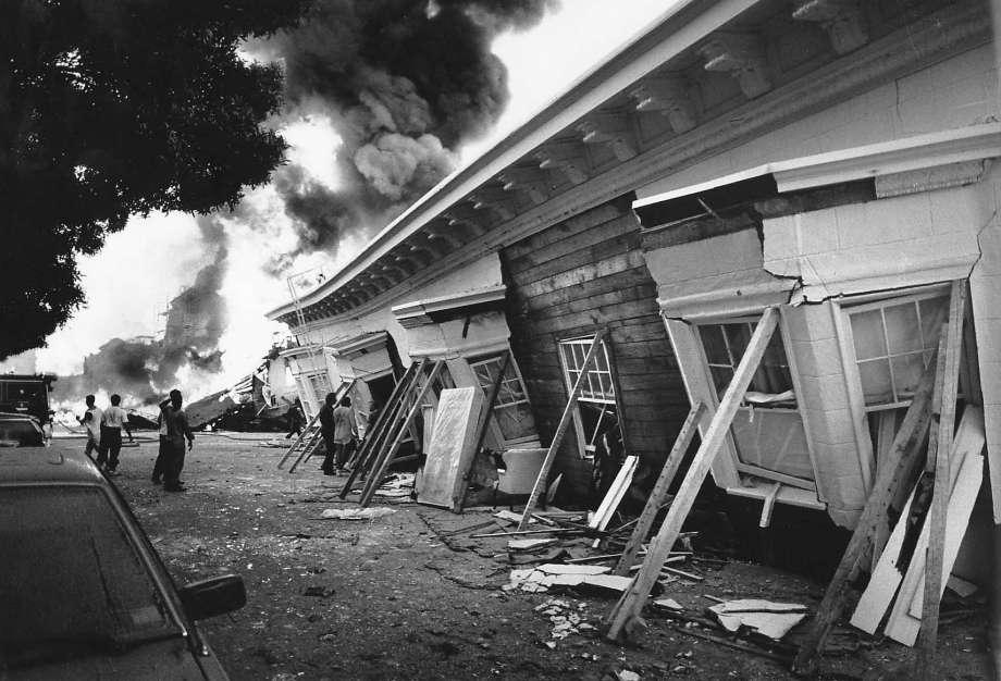1989年舊金山大地震,Marina 區房屋大火。美聯社