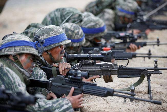 美韓兩國舉行軍演。圖為南韓陸戰隊進行兩棲登陸演習。(Getty Images)