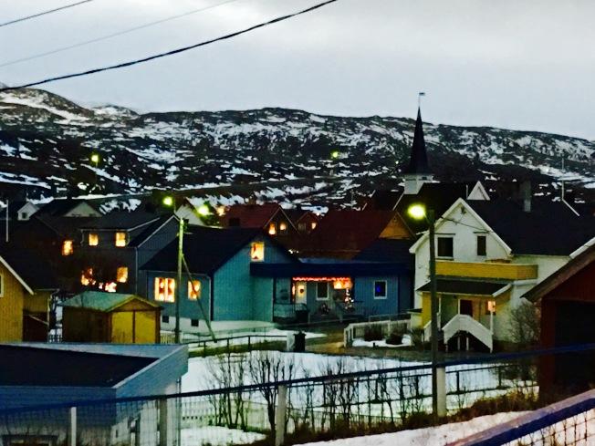 鎮上糖果色彩的小木屋。