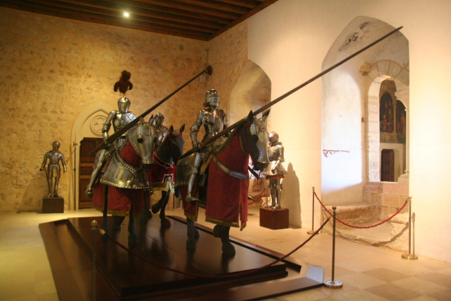 皇家戰士和戰馬的雕塑。