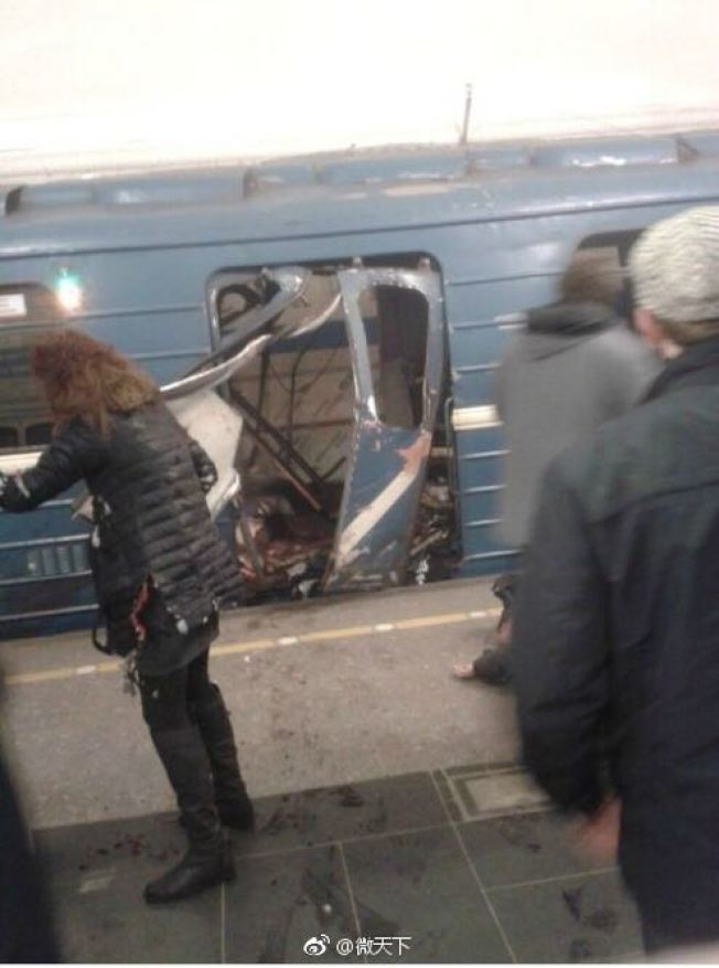俄羅斯聖彼得堡地鐵爆炸,車廂被炸毀。(騰訊)