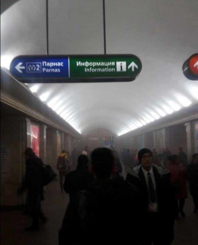 俄羅斯聖彼得堡地鐵爆炸,現場煙霧濔漫。(路透)