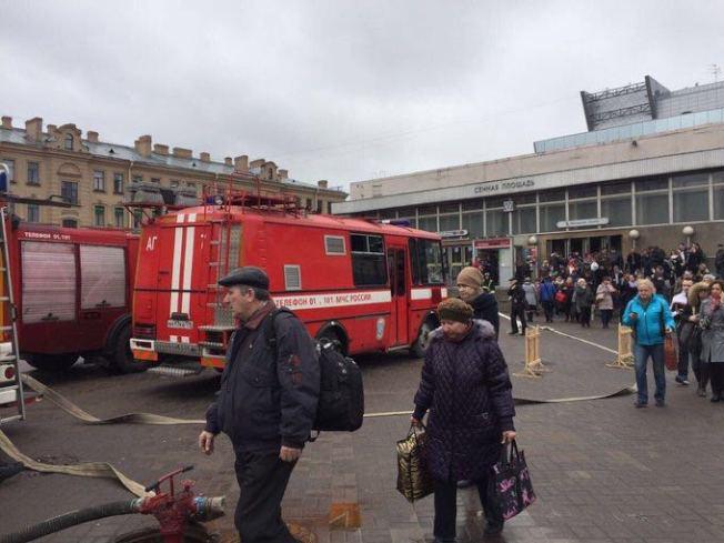 俄羅斯聖彼得堡地鐵爆炸,現在已有八輛消防救護車。(路透)
