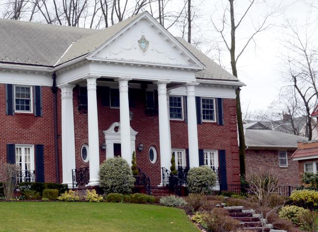 川普總統童年至年輕時期,與父母居住在Midland Parkway的一棟兩層樓房子。(記者許振輝/攝影)