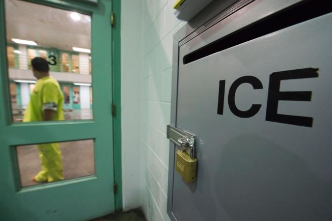 國土安全部長凱利在參院作證時表示,越境偷渡的移民家庭在被捕後,不會把家長與兒童隔開。(Getty Images)