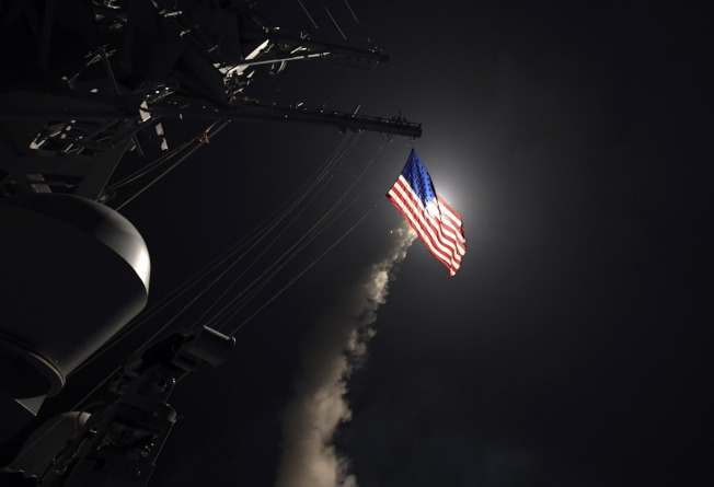 川普總統一面在佛州海湖莊園舉行晚宴接待來訪的習近平主席,一面下令美軍進擊敘利亞。(路透)