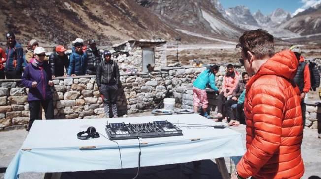 保羅歐肯佛德的團隊已抵聖母峰做音響測試。(取自印度快報)