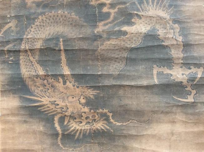 古人有畫龍點睛之說,此龍眼睛尤其傳神生動,龍頭特別威武活脫脫逼人。