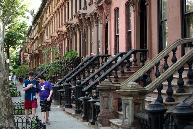 紐約市布碌崙中位數房價創新高,已達到77萬元。圖為布碌崙格林堡一處街景。(Getty Images)