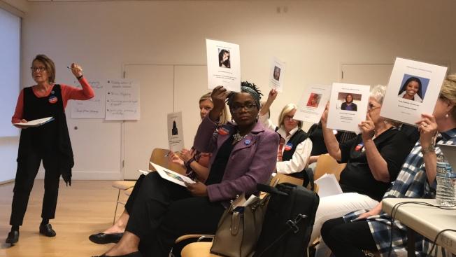 馬州婦女委員會「婦女之聲傾聽之旅」來到蒙郡,與會者介紹在家暴中受害女性的權益。(記者羅曉媛/攝影)