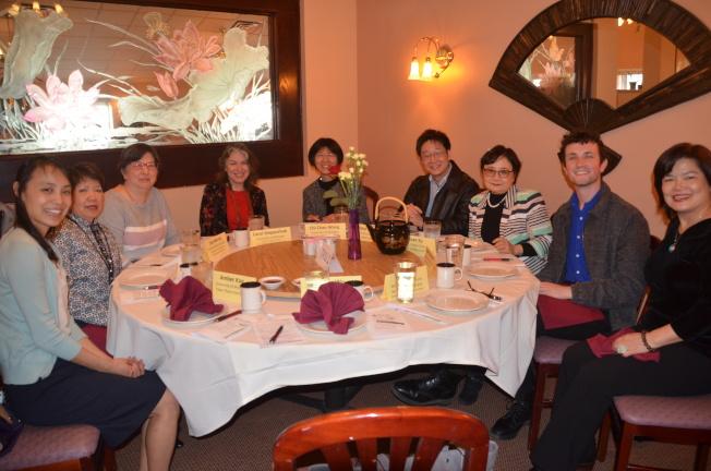 台密文化交流對話餐會日前舉辦,主席游淑靜(右三)、主持人司徒達森(左二)出席。(記者馮紀漪/攝影)