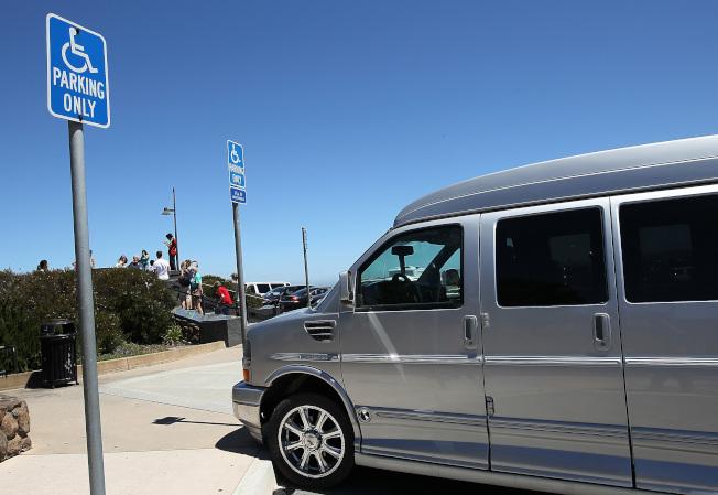 聖荷西市中心19日展開掃蕩濫用殘障停車證行動。(Getty Images)