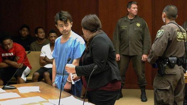 涉嫌殺死母親藏屍冰箱的華裔男子龔宇偉,17日在夏威夷出庭。(美聯社)