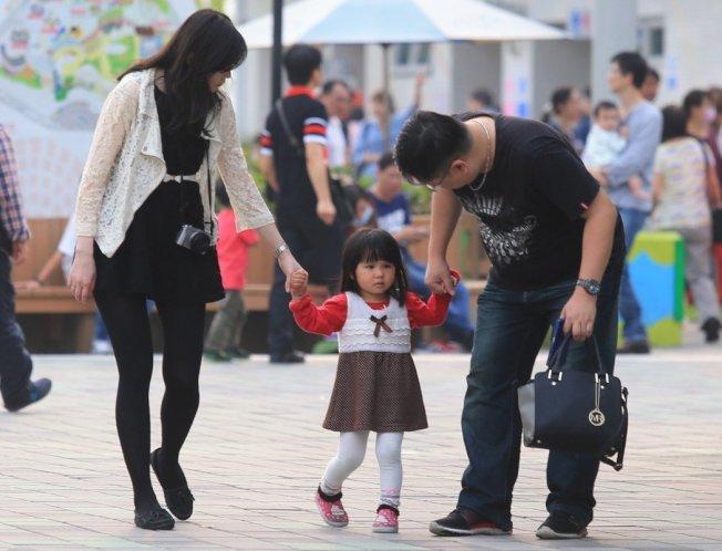 台灣生育率在全世界吊車尾,即使中央、地方政府頻頻「催生」,生育率仍沒有起色。 報系資料照