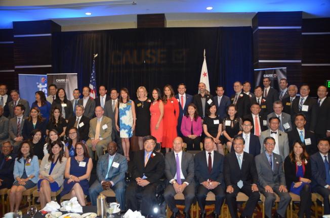 加州民選官員出席亞美政聯第24屆年度晚宴。(記者王全秀子/攝影)