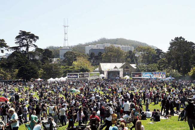 警方指今年只有6000人參加。(記者關文傑/攝影)