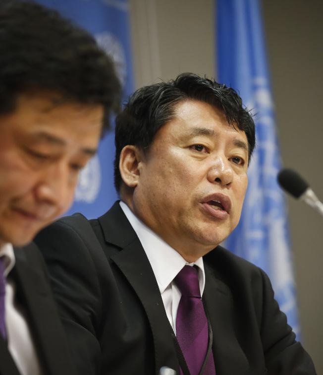 北韓常駐聯合國副代表黃仁龍(右)周一說,若朝鮮半島局勢惡化,可能引發核戰爭。(美聯社)
