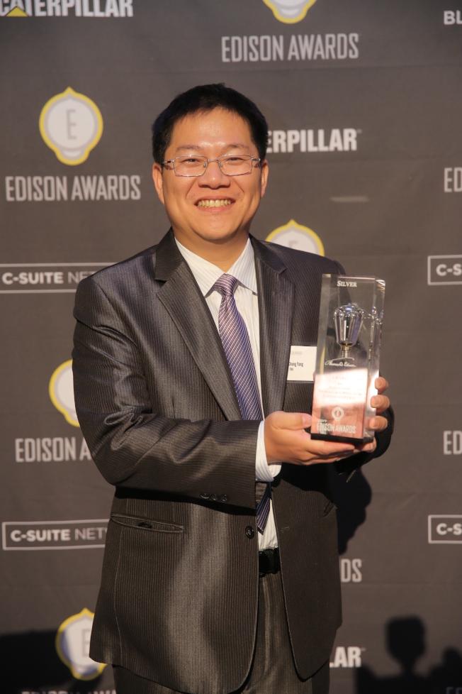 愛迪生發明大獎決賽,楊昌中代表台灣工研院領取銀獎。(工研院提供)