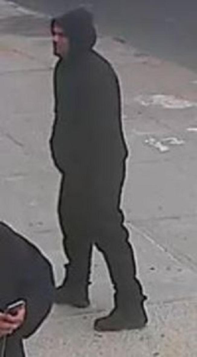 涉嫌搶劫手機店的男子。(警方提供)