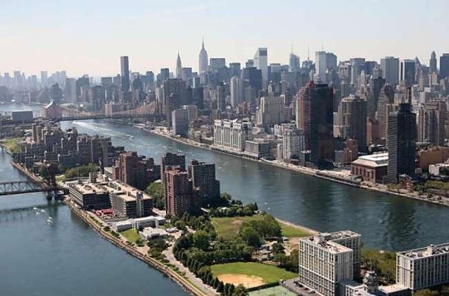 紐約市的貧富差距在過去10年逐漸擴大。圖為紐約曼哈頓摩天大樓的天際線。(美聯社)