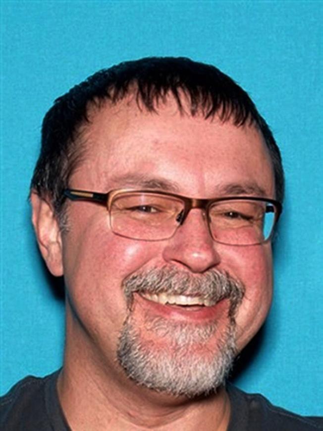 田納西州一對失蹤師生20日在加州被尋獲。圖為50歲男教師康明斯被捕後,將面臨綁架等控罪。(美聯社)