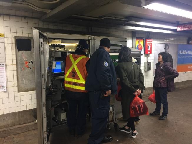 東百老匯地鐵站無常駐的站內人員服務,成為歹徒行騙的場地。(記者顏嘉瑩/攝影)