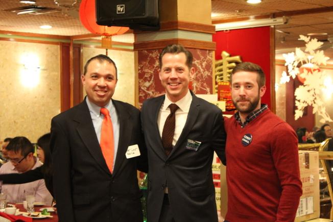 宣布參選波士頓第二區市議員的林馬卡斯(左起)、凱利和迪洛普洛斯早前參與華埠居民會活動,爭取華埠選民支持。(記者劉晨懿之/攝影)