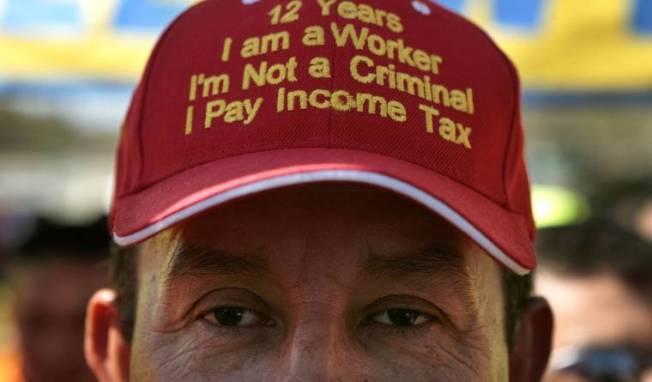 專家表示,如果非法移民上移民法庭,守法報稅的紀錄對他們有利。(Getty Images)