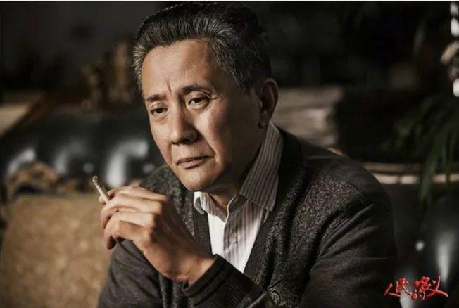 馮紹峰貼出自己的老年扮相回應撞臉育良書記。(取材自微博)